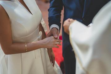 novios manos boda