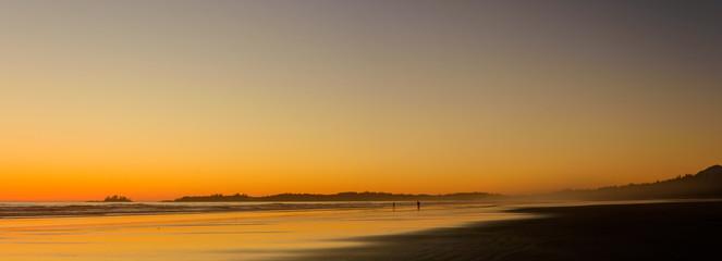 Panorama eines Strandes auf Vancouver Island während des Sonnenuntergangs