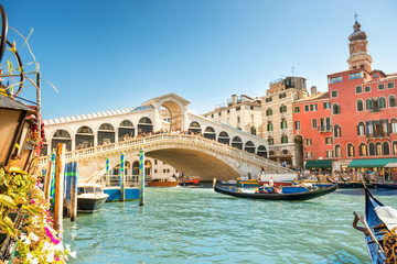 Fotobehang Centraal Europa Rialto bridge on Grand canal in Venice