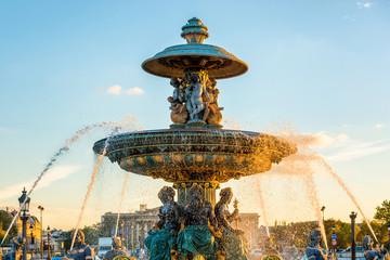 Photo sur Aluminium Fontaine Fountain on Place de la Concorde in Paris, France