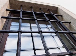Vergittertes Fenster schützt vor Einbrechern