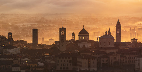 Bergamo, one of the most beautiful city in Italy. Lombardy. Amazing landscape of the old town and the fog covers the plain 壁紙(ウォールミューラル)
