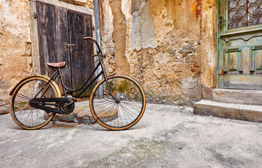 Autocollant pour porte Velo Old retro bicycle on vintage street in Croatia background aged
