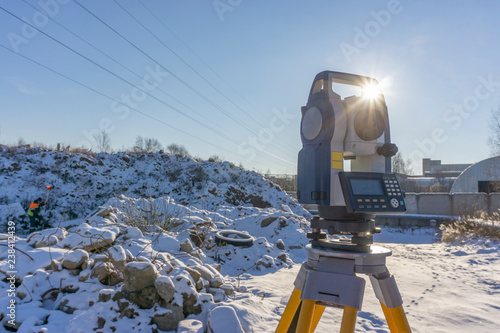 Assistant surveyor and surveying equipment for topographic