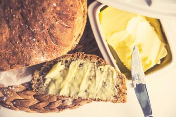 Świeży chleb z masłem / freshly baked bread with butter