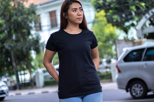 Young woman wearing black t-shirt, ready for your mockup design or presentation your design project