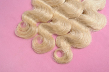 Body wave bleached blonde human hair weaves extensions bundles on pink background