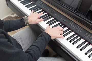 piyano çalan eller müzik