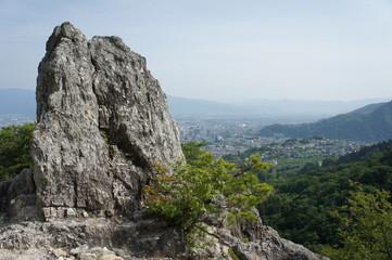 長野市を見渡す謙信物見の岩
