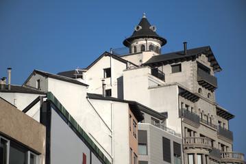 Grupo de tejados de casas en Andorra la Vella