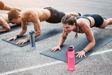 Athletes exercising outdoors Fototapete