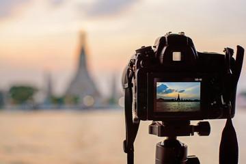 Take the photo of Wat Arun Ratchawararam Ratchawaramahawihan with lighting public landmark