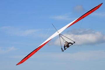 Hangglider turning a curve - Drachenflieger in einer Kurve