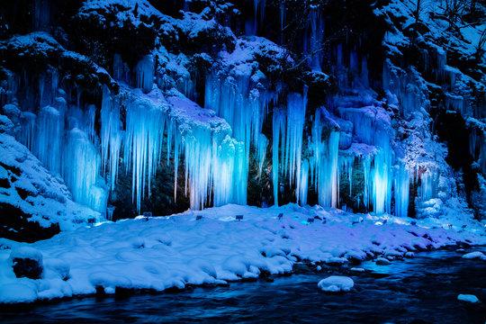 日本の冬の絶景 三十槌の氷柱ライトアップ②  Winter scenery of Japan,Illumination of the Misotsuchi Icicles ②