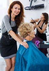 Stylist preparing customer for hair styling