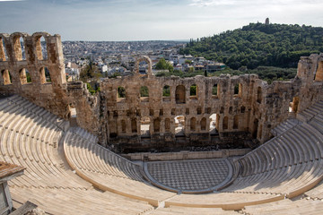 Foto auf AluDibond Athen Ancient theatre of Herodes Atticus is a small building of ancient Greece used for public performances of music and poetry, below on the Acropolis . Herodus Atticus theater at Athens, Greece