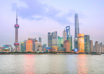Fototapete - Illuminated Shanghai skyline at twilight