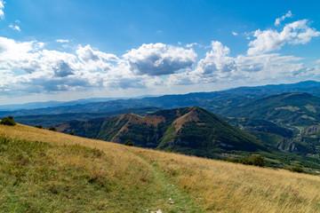 Lungo il sentiero 201 da val d'abisso al Monte Nerone