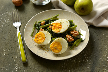 hard-boiled eggs with spinach salad, green beans and walnuts