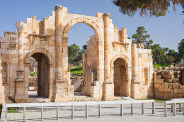 grand arch in antique roman city