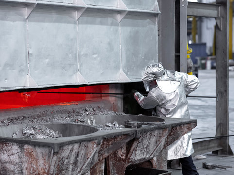 sampling aluminum melted before casting
