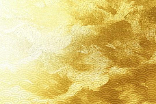 金色の波打つテクスチュアと和風模様