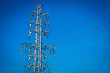 送電線と青空