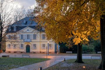 Bad Nenndorf Kurpark Landgrafenhaus Herbst beleuchtet