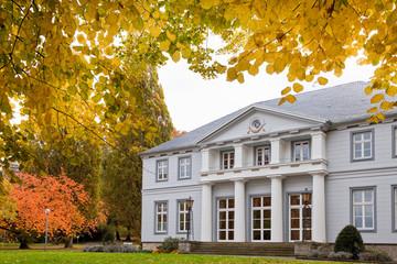 Bad Nenndorf Kurpark Schloesschen Herbst