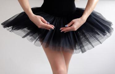 Cropped photo of ballet dancer