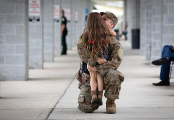 Soldier reunites with his daughter