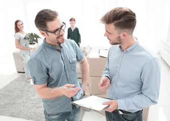 real estate agent and client discussing the lease