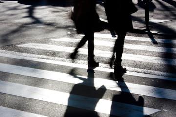 Fotomurales - Blurry zebra crossing with pedestrians