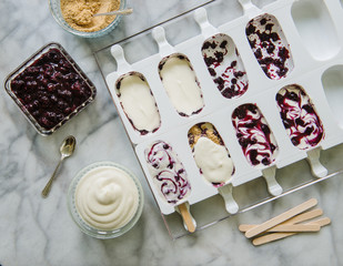 Popsicles with blueberry jam, cream cheese and graham cracker crumbs