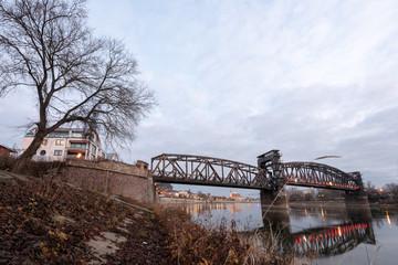 Hubbrücke and  Elbe