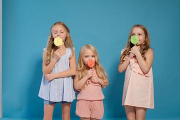 three girls girlfriend eat candy lollipop sister