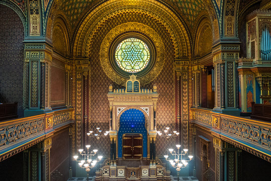 inside spanish jewish synagogue in prague