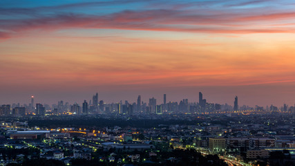 Fotomurales - Cityscape at twilight in Bangkok, Thailand.
