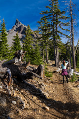 Hiking trail to Mount Thielsen