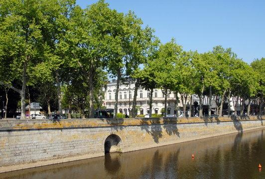 Ville de Laval, Les bords de la Mayenne, allée d'arbres, département de la Mayenne, France