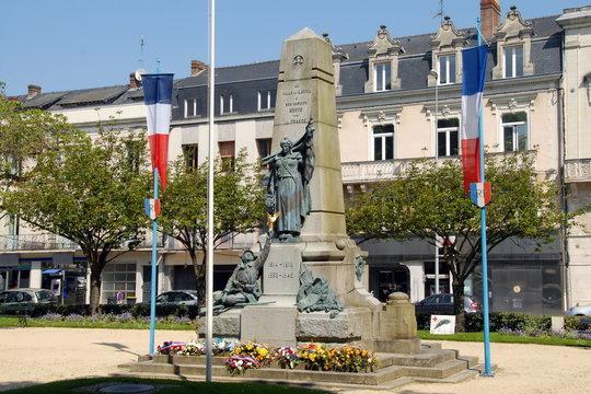 Ville de Laval, monument aux morts de la ville, département de la Mayenne, France