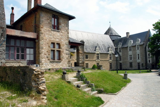 Ville de Laval, le château-Vieux (cour intérieure) département de la Mayenne, France