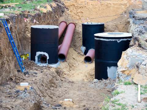 Installation of sewage system during the construction of a new house
