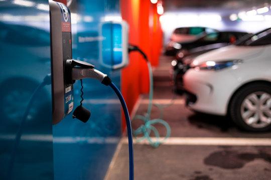 Elektroautos an der Ladesäule