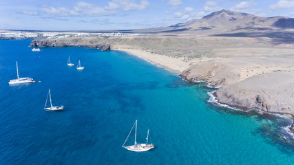 Türaufkleber Kanarische Inseln Aerial view of sandy beach, sailing yachts anchored close to the coast, volcanic mountains on horizon, Papagayo, Lanzarote, Canary Islands, Spain ,