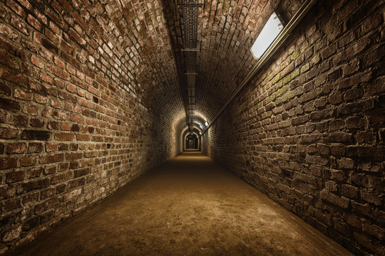 Tunnel unter der Erde
