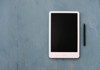 A tablet with an emty black monito