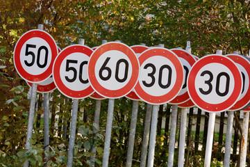 Verkehrsschilder zulässige Höchstgeschwindigkeit