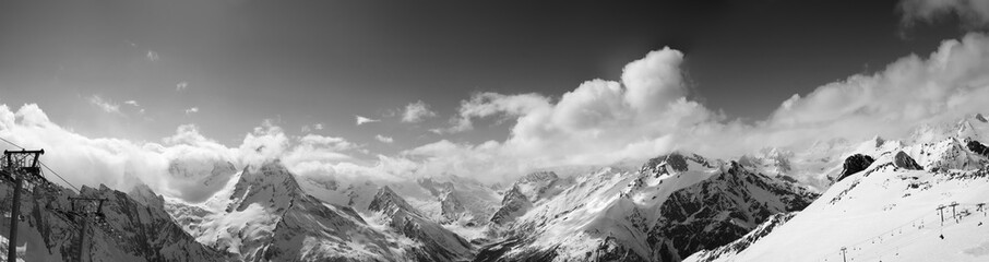 Fototapete - Black and white panorama of ski slope and snowy mountains