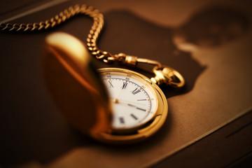 懐中時計のあるレトロなイメージ